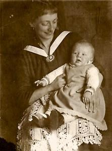 Lene Voigt (1891–1962) mit ihrem Sohn Alfred (1919–1924), um 1920.