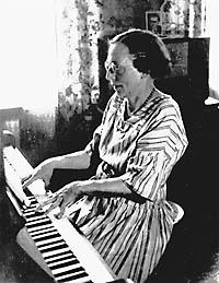 Lene Voigt am Klavier